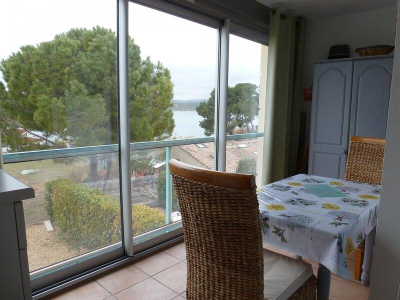 Loc.Saisonnière - REF0090 - T2 de 20m² avec loggia vue étang, holiday rental in Balaruc-le-Vieux