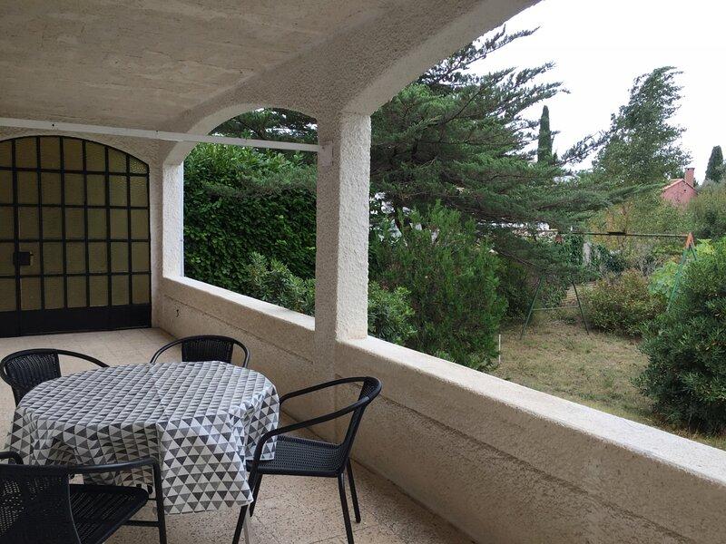 Loc.Saisonnière - REF0100 - T2 d'environ 40m² Classé 3 étoiles, holiday rental in Balaruc-le-Vieux
