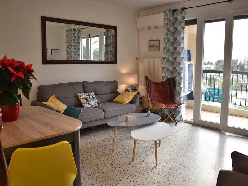 Loc. saisonnière - ref 0143 - T3 de 65 m² avec balcon, garage et ascenseur., holiday rental in Bouzigues