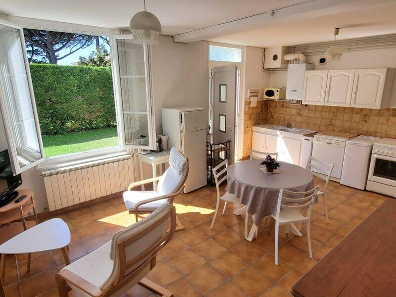 Jolie maison de vacances dans un cadre privilégié - 2 étoiles, holiday rental in Saint-Augustin