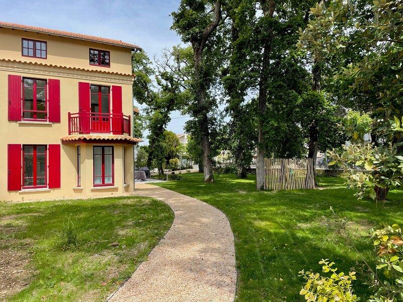 Villa Bellamy entièrement rénovée 5 chambres et grand jardin - 12 couchages, vacation rental in Pontaillac