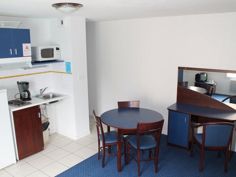 Appartement T3 à 170m des Thermes du Connetable de LA ROCHE POSAY, holiday rental in La Roche-Posay