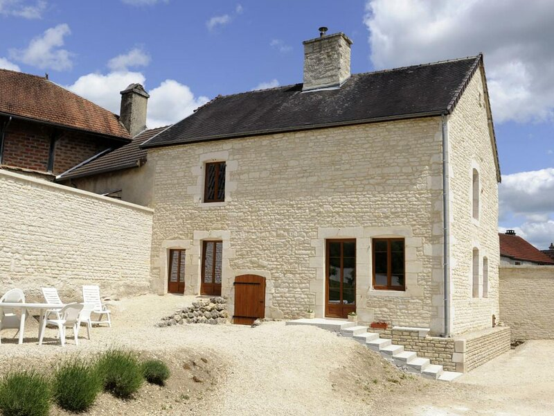 Les Perrières, holiday rental in Bragelogne-Beauvoir