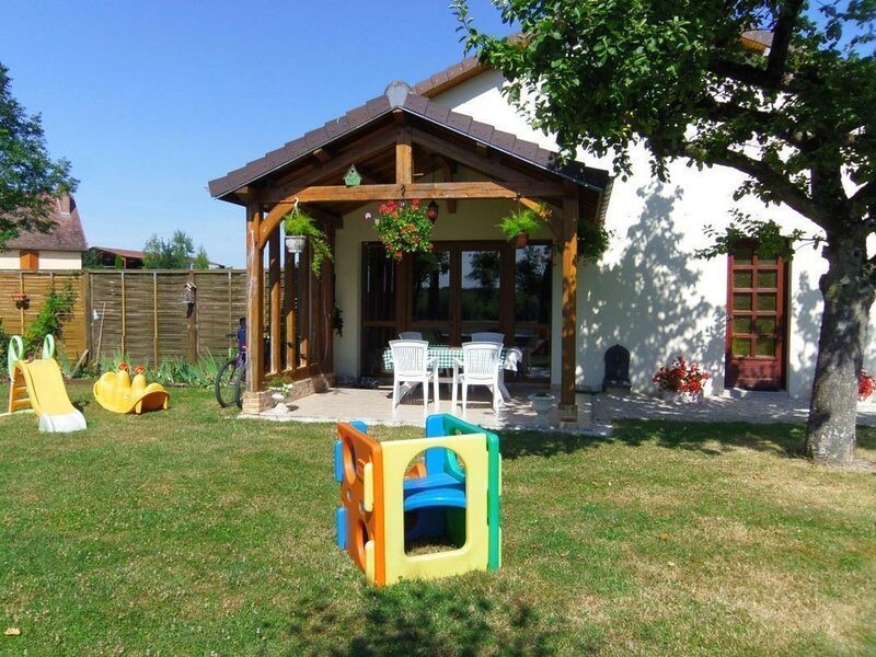 Location Gîte Rouilly-Sacey, 3 pièces, 4 personnes, holiday rental in Lesmont