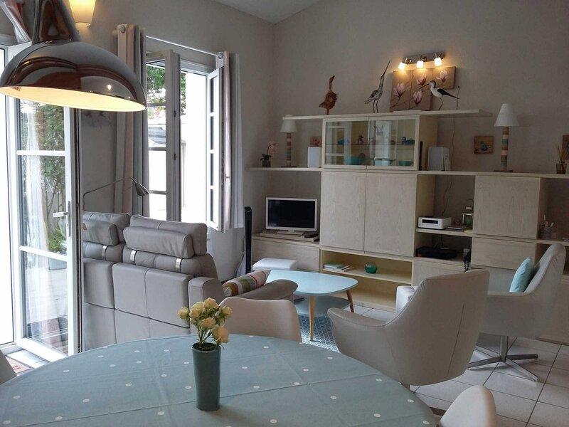 Très jolie maisonnette (4 étoiles) située à deux pas du port de Saint Martin, location de vacances à Saint-Martin-de-Ré