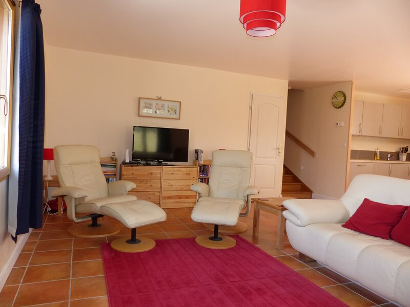 Agréable maison, spacieuse et pratique, au calme, holiday rental in Varces-Allieres-et-Risset
