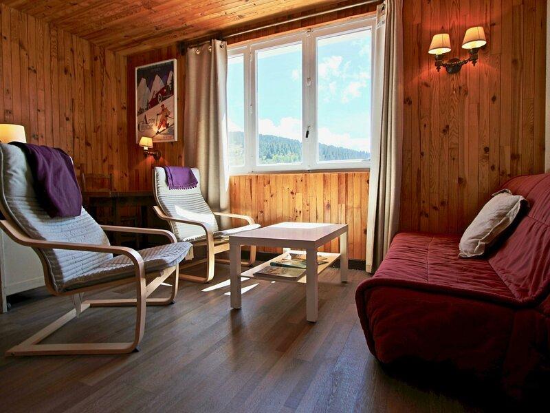 Appartement 2 pièces plein sud pied des pistes et commerces, vacation rental in Uriage les Bains