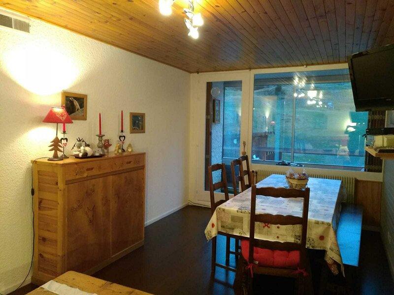 2 pièces + cabine avec loggia au pied des pistes, alquiler de vacaciones en Chamrousse
