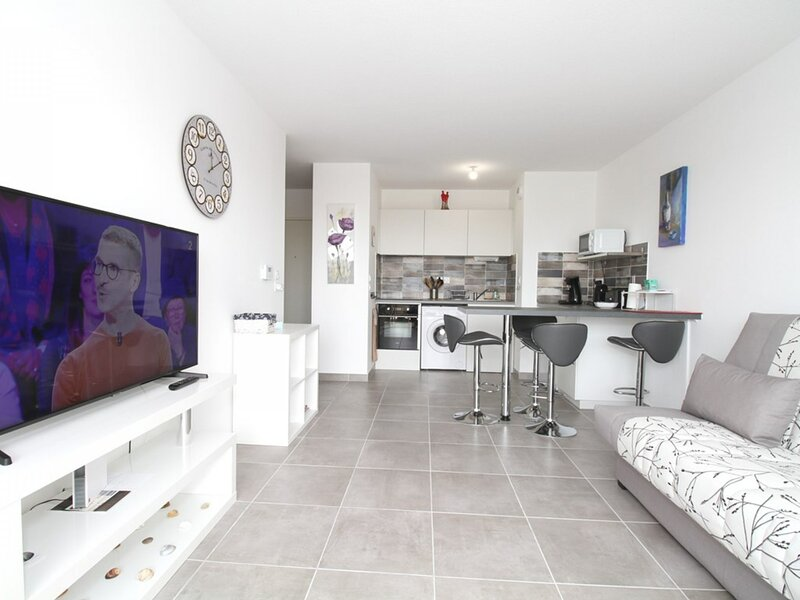 Appartement T2 - RESIDENCE L'ESQUISSE, holiday rental in Montbazin