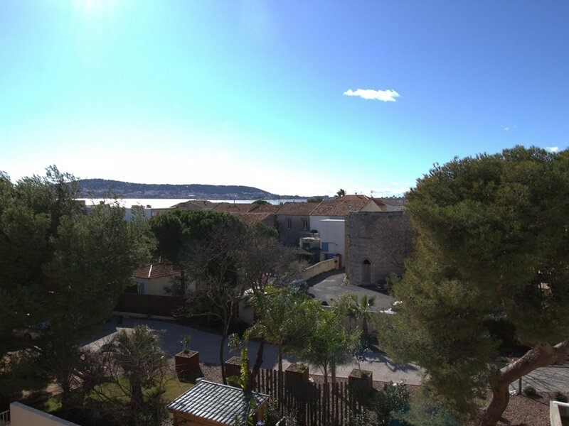 Appartement T1 - RESIDENCE DU PORT, holiday rental in Balaruc-le-Vieux