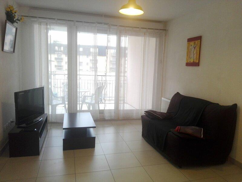 T2 spacieux et à la décoration moderne !, vacation rental in Montcel