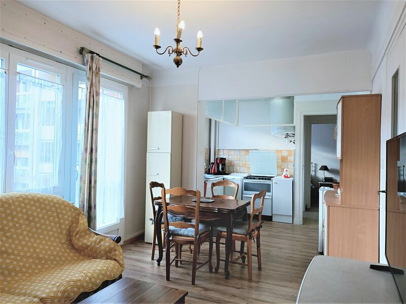 T3 calme donnant sur cour intérieure!, holiday rental in Saint-Jean-de-Chevelu