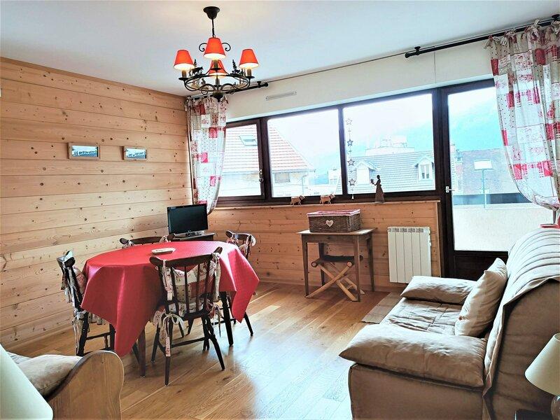 T2 de qualité, ambiance chalet de montagne!, vacation rental in Montcel