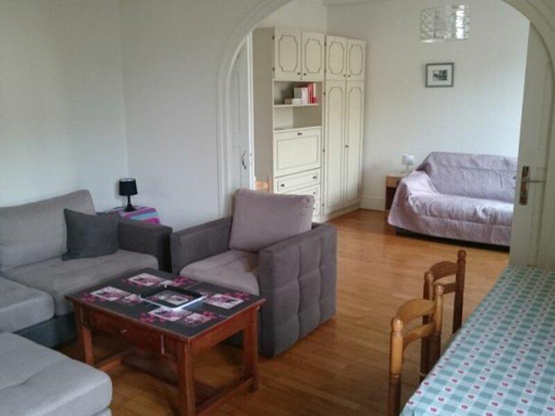 T3 spacieux et idéalement situé!, location de vacances à Tresserve