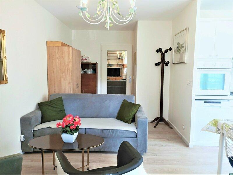T2 rdc calme et moderne, belle terrasse sur cour !, location de vacances à Tresserve