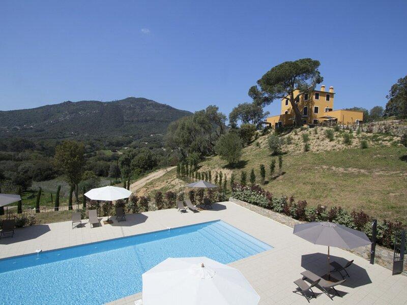 Hauteurs d'Ajaccio- Résidence avec piscine LA TOUR  2, holiday rental in Villanova