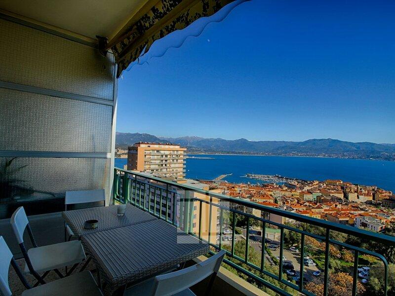 AJACCIO -  Très bel appartement face à la mer F3-8 BELVEDERE, holiday rental in Tizzano