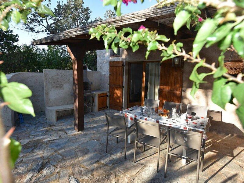 SANTA GIULIA - Mini-Villa APPIETTO à 100m de la plage HP5, location de vacances à Santa Giulia
