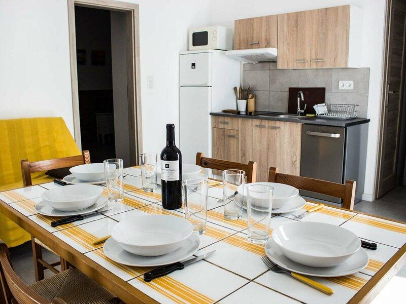 PORTO VECCHIO - Santa Giulia - Mini villa OLIVESE à 150 m de la plage HP28, location de vacances à Santa Giulia