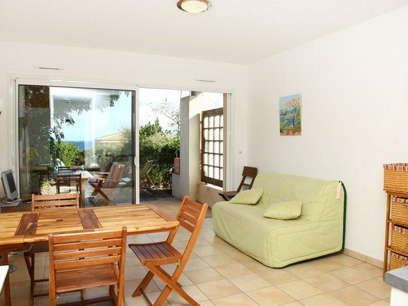 Marine de Sant'Ambroggio - Appartement proche de la plage - F2 V1N3, holiday rental in Marine de Saint Ambroggio