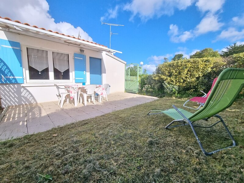 Petite maison dans ensemble privatif avec piscine, location de vacances à Commequiers
