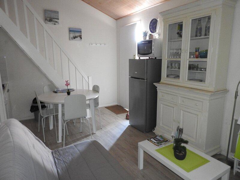 RUE PONTREAU - T2 MEZZANINE - BALCON, alquiler de vacaciones en Château-d'Olonne