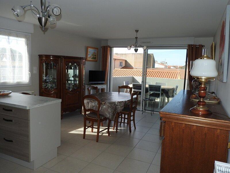 BEAU T3  RECENT AVEC PARKING-RUE SIMONE VEIL, holiday rental in Sainte-Foy