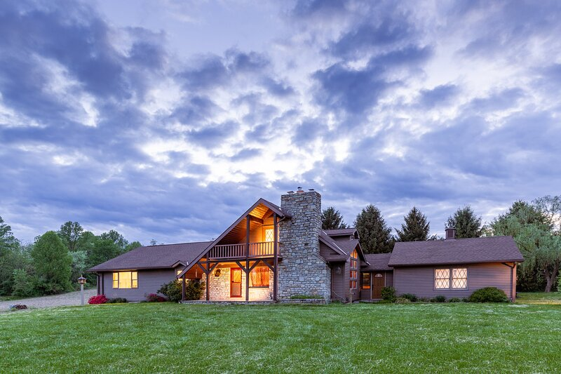 Deerfield Retreat ~ SUPER Private ~ Great Views, holiday rental in Mount Holly Springs