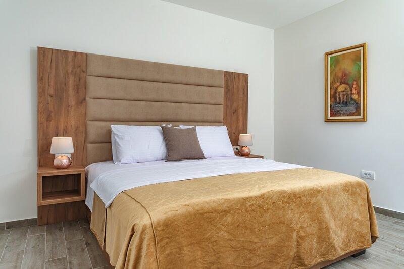 Mika's Seaview - Superior Apartment, casa vacanza a Susanj