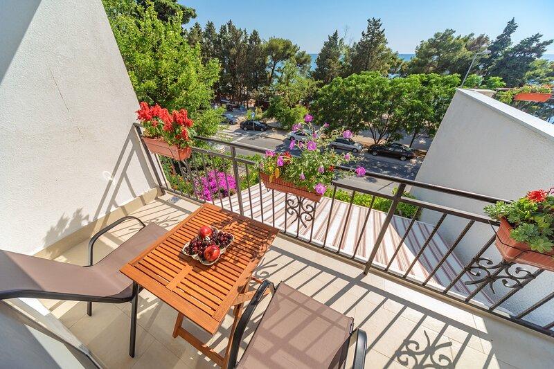 Mika's Seaview - One bedroom Apartment, casa vacanza a Susanj