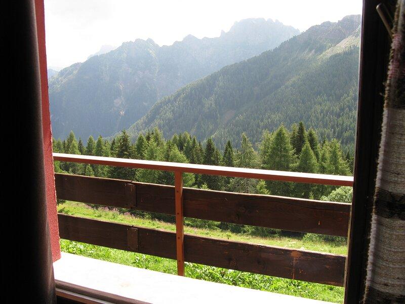 Casa AQ27 sulle piste da sci, holiday rental in Falcade