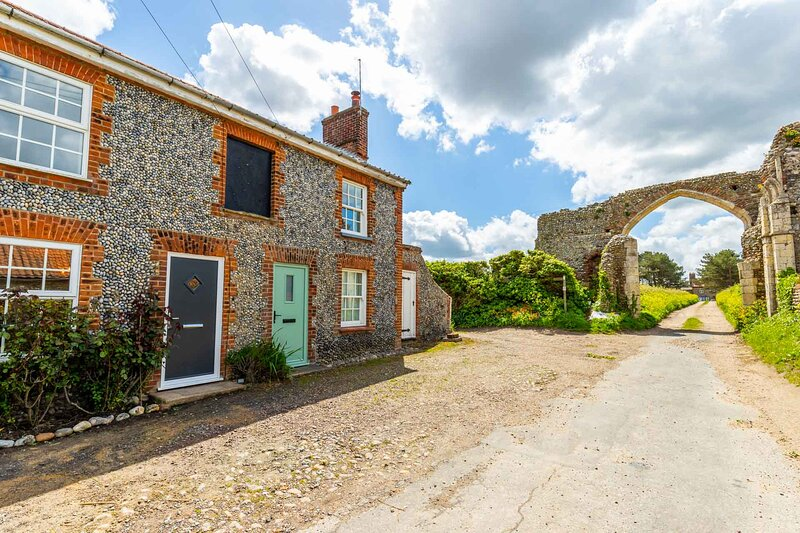 Abbey Farm Cottages, holiday rental in Bacton