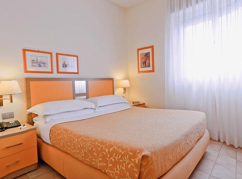 Appartamento in Residence con cortile e giardino Long stay mensile, holiday rental in Acilia