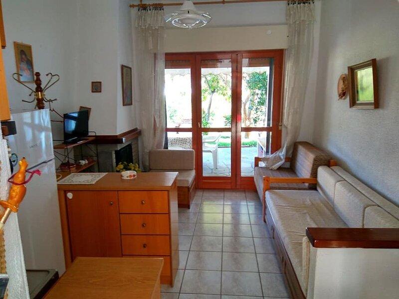 Nice house in Skala Fourkas & Wifi, holiday rental in Possidi