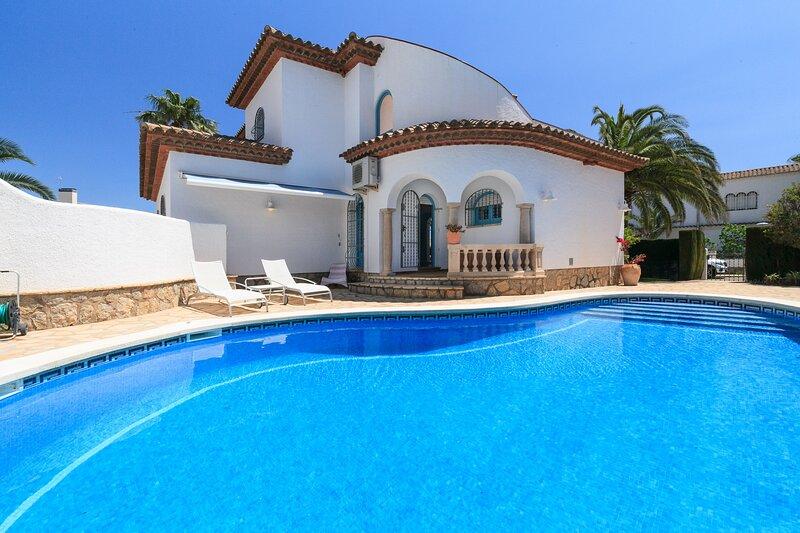 Bonita villa muy cerca de la playa Cristal con piscina - VILLA ALEGRE 218, casa vacanza a L'Hospitalet de l'Infant