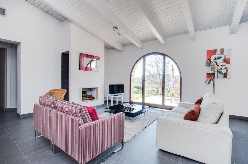 Superior apartment with terrace Villa Basilico Cignella Resort, holiday rental in Petroio