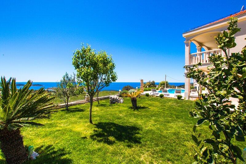 Villa Ivana, amazing sea view, Sevid, alquiler de vacaciones en Sevid