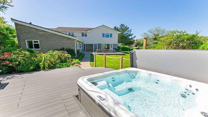 Ladywell Croyde | 6 Bedrooms / Sleeps 12 | Hot Tub*, casa vacanza a Saunton
