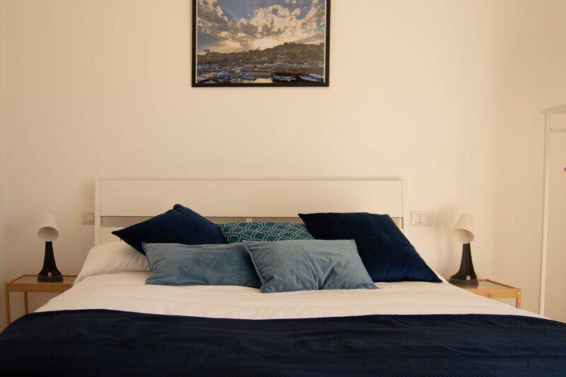 Splendido appartamento a due passi dal mare nel cuore di Acitrezza, casa vacanza a Acitrezza