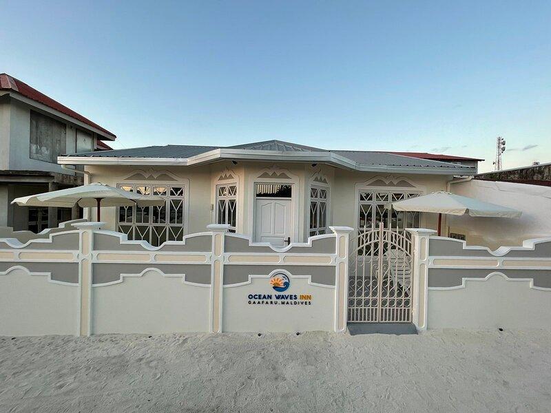 Ocean Waves inn- Private comfortable home, holiday rental in Gaafaru