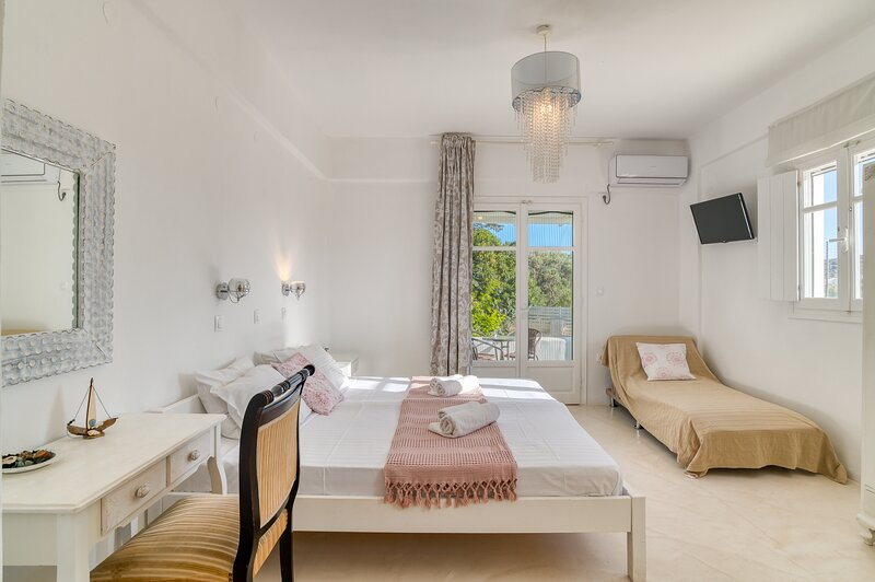 ITALIAN HOSPITALITY STUDIO FOR 2/3 PERSONS, holiday rental in Soros