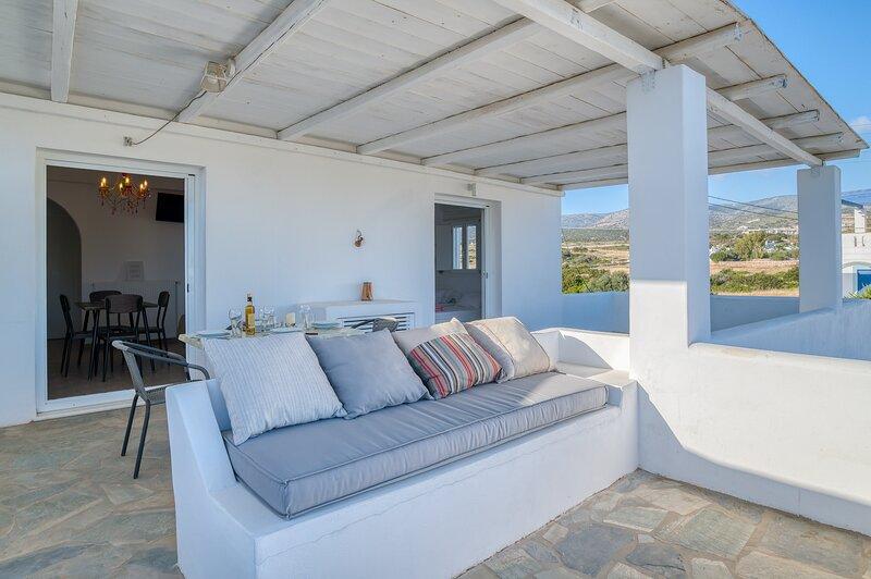 DAHLIA APARTMENTS AND STUDIOS, holiday rental in Paros