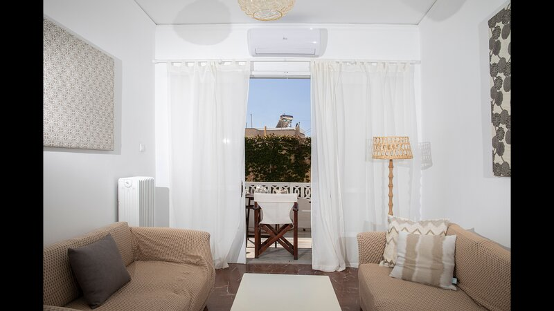 Aretis Apartment- At The Foothills Of The Castle, holiday rental in Koronos