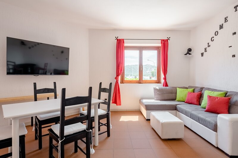 Two-bedrooms Sea View Apartment in Cannigione, holiday rental in Cannigione