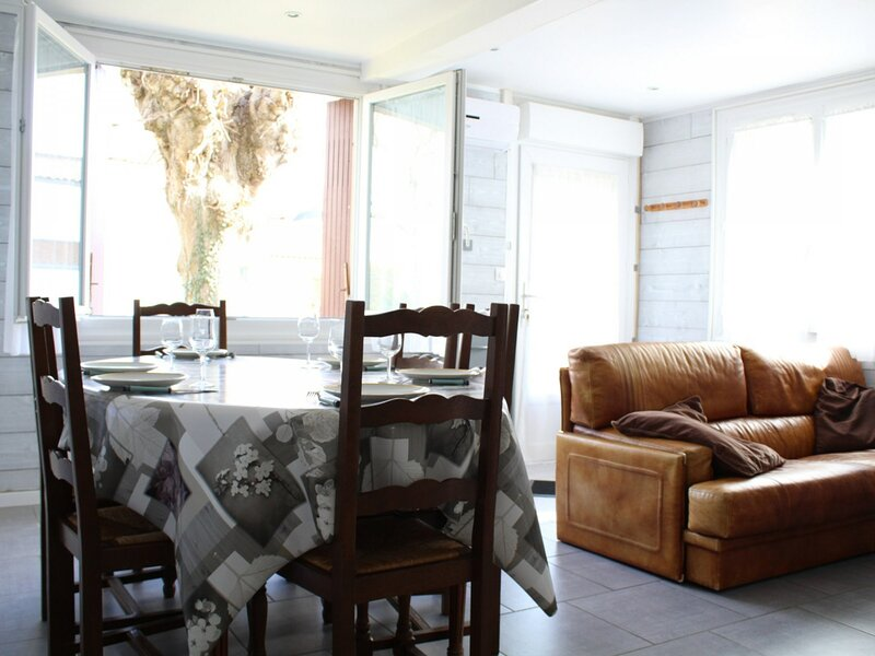 RUE LE BOINOT, holiday rental in Vergeroux