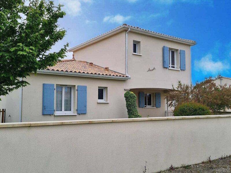SAINT GEORGES DE DIDONNE - BELLE MAISON AVEC JARDIN CLOS - GARAGE, holiday rental in Medis