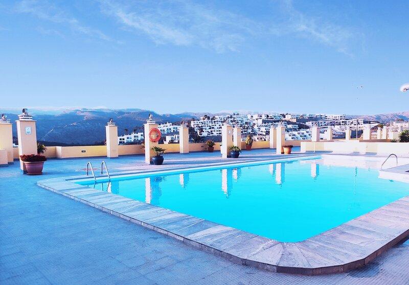 Solarium Terrace Flat overlooking Amadores Beach, holiday rental in Amadores