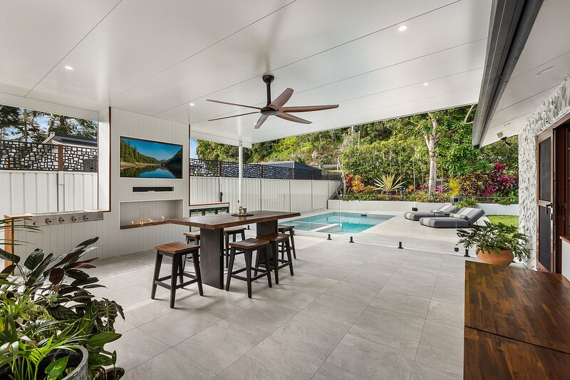Currumbin Oasis - Pet Friendly Stunning Home - All Linen Provided, holiday rental in Currumbin