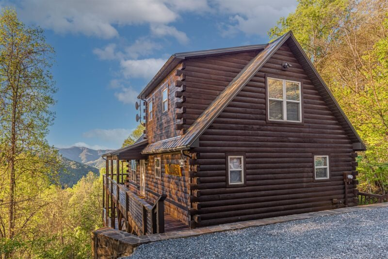Sun Eagle Lodge - Spectacular View - Loaded with Stylish Amenities and Relaxatio, holiday rental in Bryson City