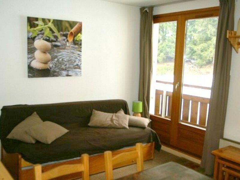 2 pièces cabine au pied des pistes résidence Perce-Neige, holiday rental in Les Adrets